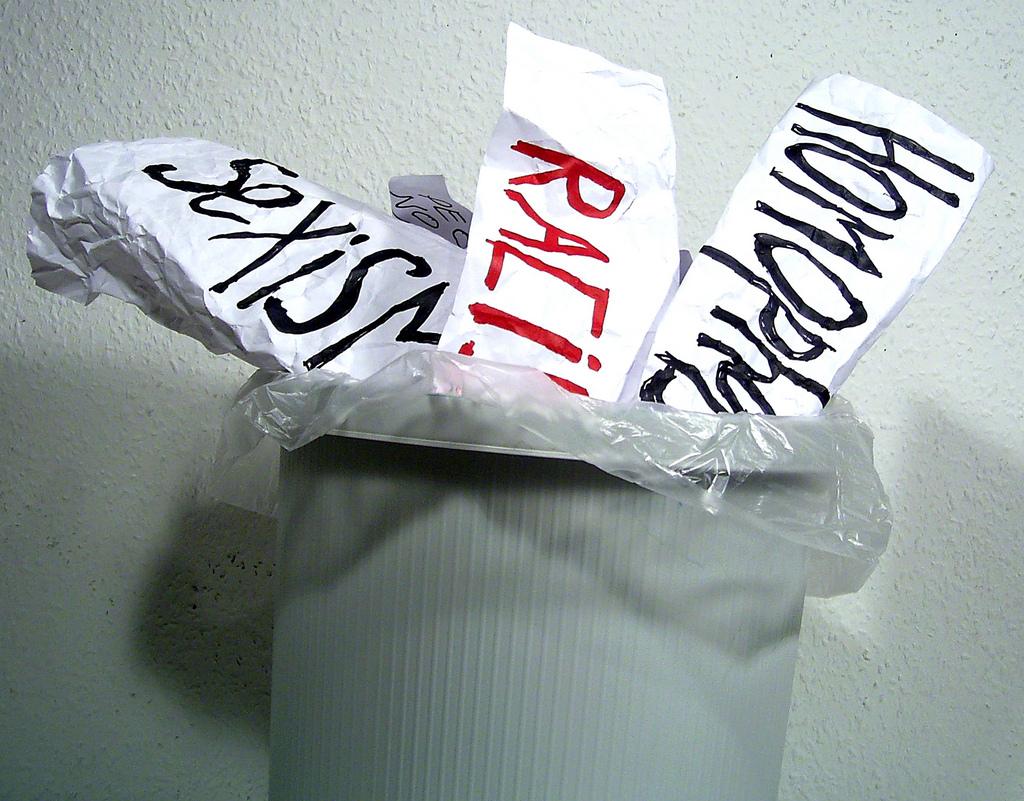 Diskriminierende Texte in den Papierkorb!